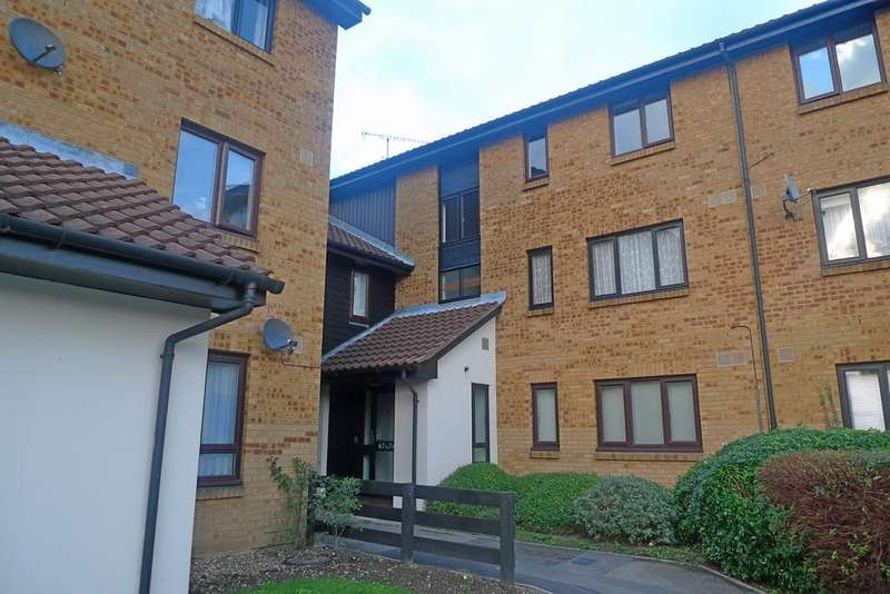 2 Bedrooms Flat for sale in Deerhurst Close, Feltham