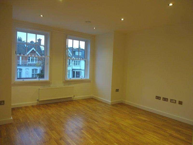 2 Bedrooms Flat for rent in Hanger Lane, Ealing