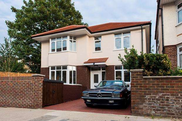 3 Bedrooms Detached House for sale in Cheviot Road, West Norwood, London, SE27