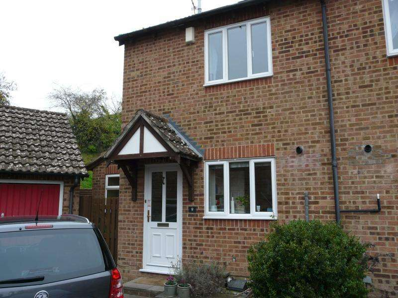 3 Bedrooms Semi Detached House for sale in Shalbourne Close, Hungerford, RG17
