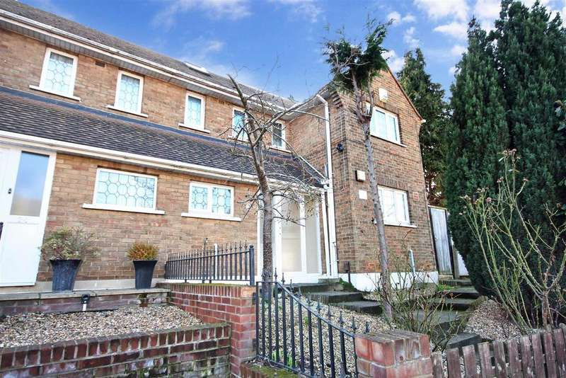 4 Bedrooms Semi Detached House for sale in Cavell Crescent, Dartford