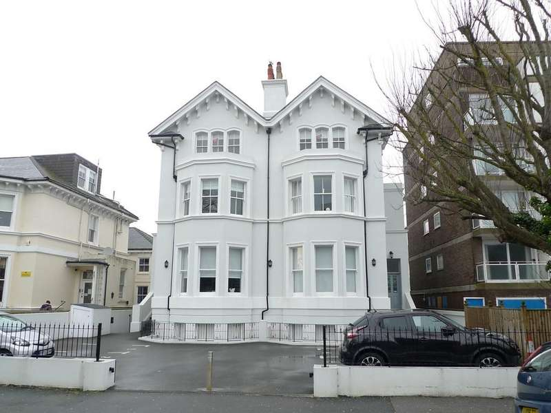 2 Bedrooms Flat for sale in 20 Trinity Trees, Eastbourne, East Sussex, BN24