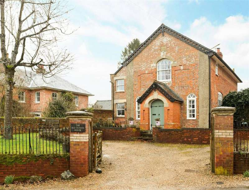 3 Bedrooms Detached House for sale in Wilton, Marlborough