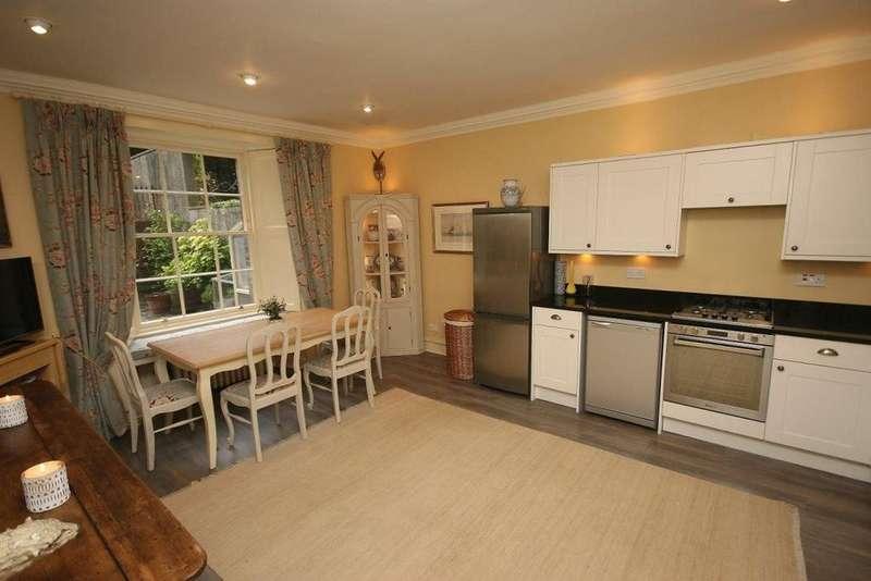 3 Bedrooms Flat for rent in Royal Terrace, Edinburgh