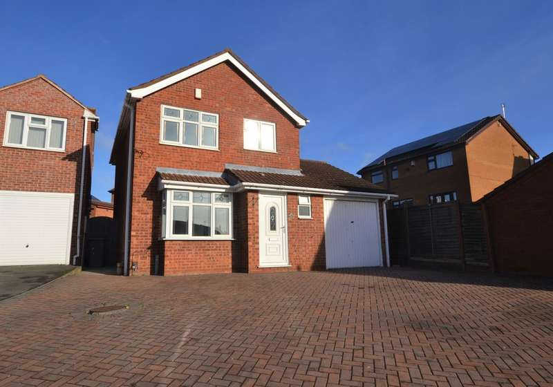 3 Bedrooms Detached House for sale in Somerset Avenue, Leicester