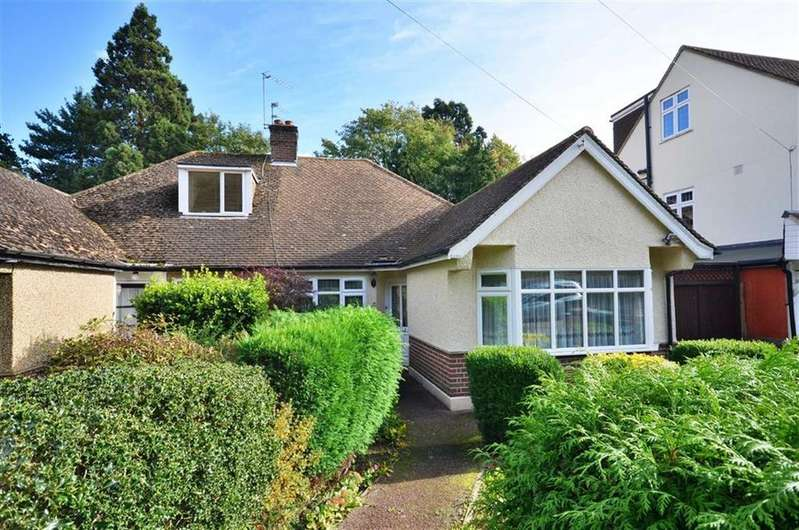 3 Bedrooms Bungalow for sale in Lincoln Drive, Croxley Green, Hertfordshire