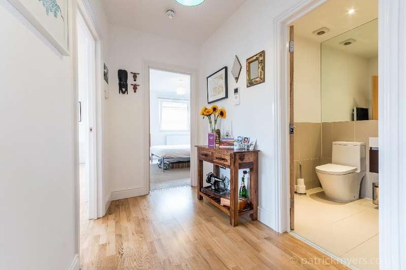 2 Bedrooms Flat for sale in Knights Hill, London