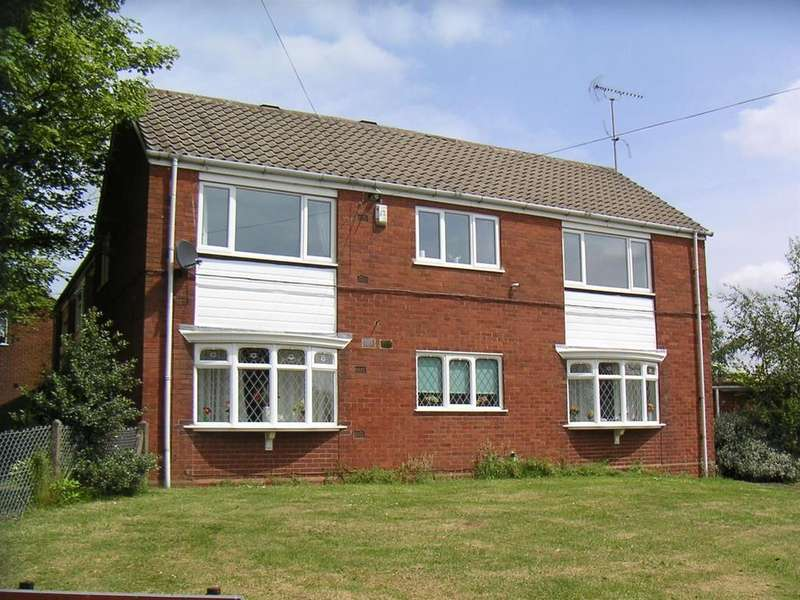 2 Bedrooms Flat for sale in Radford Drive, High Heath, Pelsall