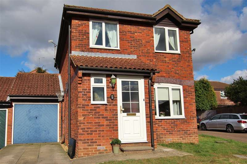 3 Bedrooms Link Detached House for sale in Bamborough Close, Horsham