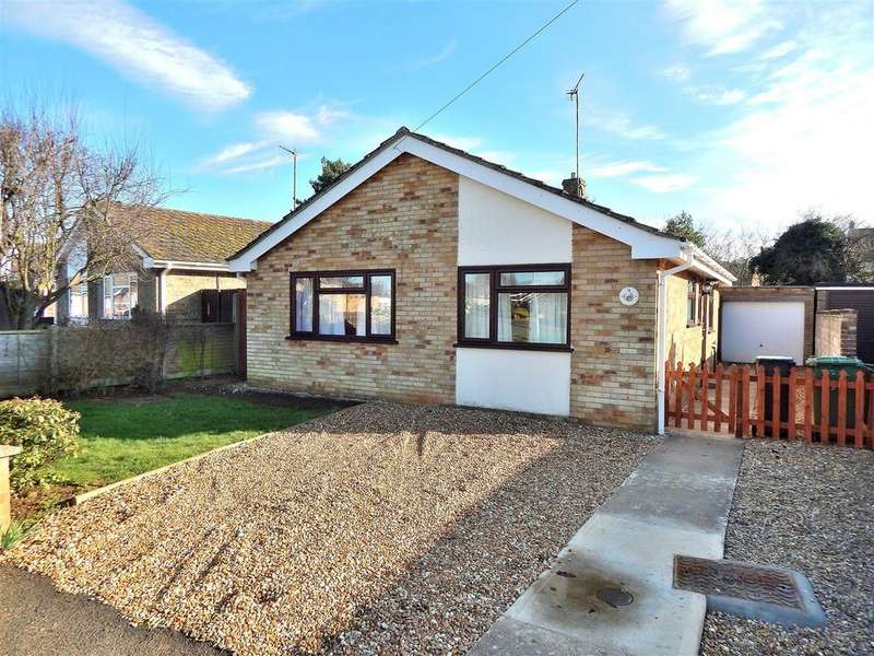 2 Bedrooms Detached Bungalow for sale in Windsor Drive, Dersingham, King's Lynn