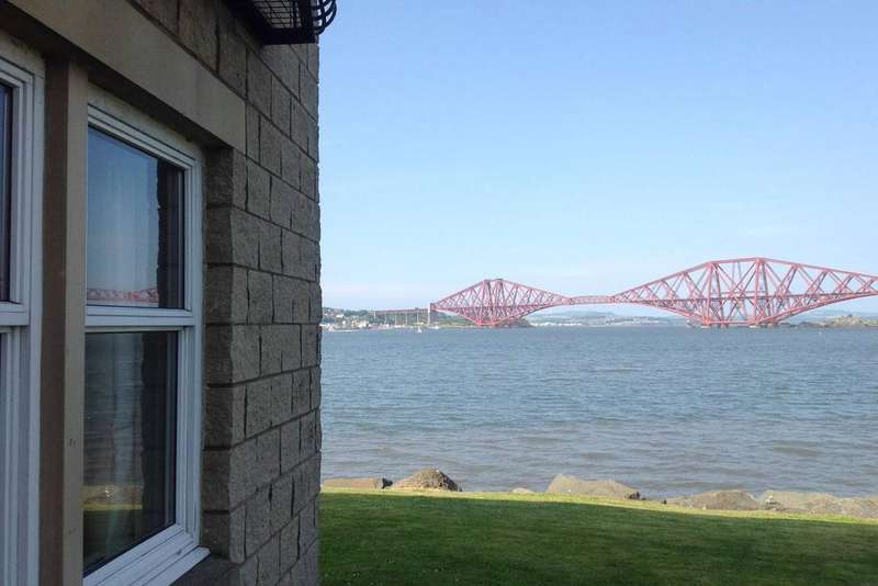 2 Bedrooms Flat for sale in 30/1 Shore Road, South Queensferry, EH30 9SG
