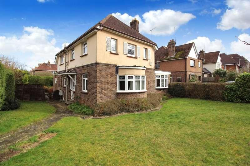 3 Bedrooms Detached House for sale in Hurst Road, Horsham