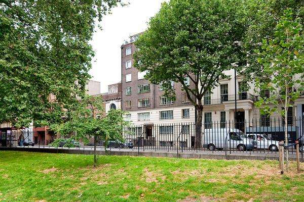 2 Bedrooms Flat for sale in HYDE PARK PLACE, BAYSWATER, W2