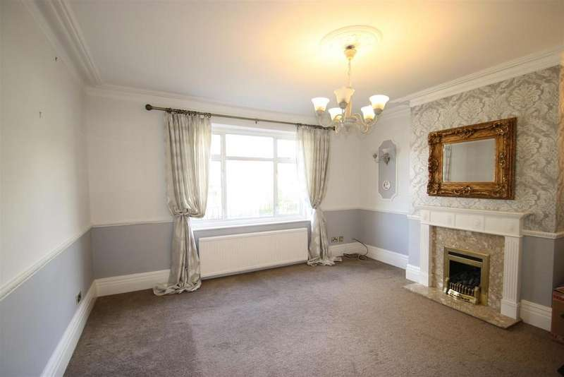 3 Bedrooms Flat for sale in Cossington Road, Westcliff-On-Sea