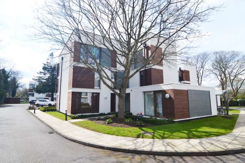 3 Bedrooms Apartment Flat for sale in Rivermead Close, Teddington, TW11