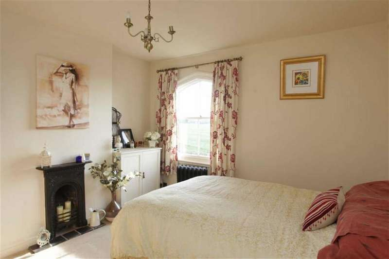 2 Bedrooms Semi Detached House for sale in Cuckoo Lane, Nantwich, Cheshire