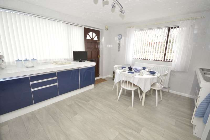 2 Bedrooms Detached Bungalow for sale in Primrose Walk, Churwell,Morley, Leeds, LS27