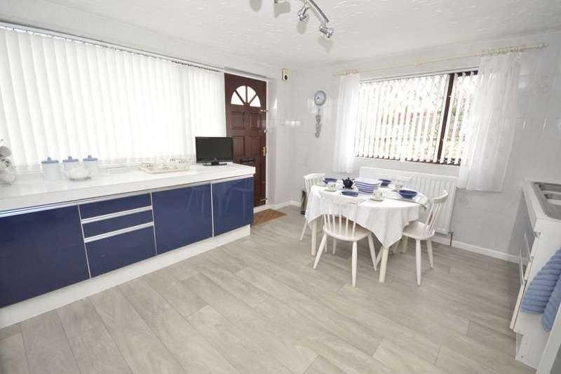 2 Bedrooms Detached Bungalow for sale in Primrose Walk, Churwell,Morley, Leeds, LS27