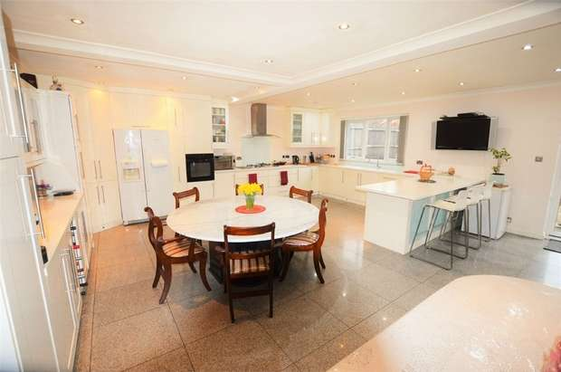 3 Bedrooms Detached Bungalow for sale in Woodmere Avenue, Croydon