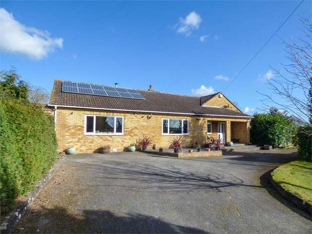 4 Bedrooms Detached House for sale in School Crescent, Corse, Gloucester