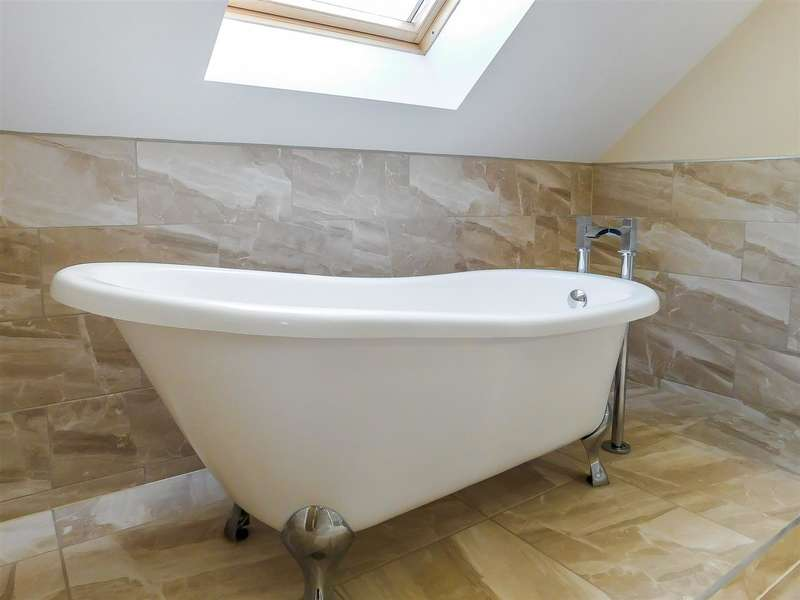 5 Bedrooms Detached House for sale in Gateforth Court, Hambleton