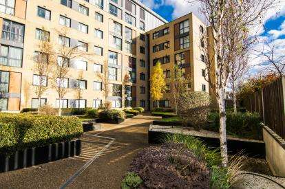 2 Bedrooms Flat for sale in Southernhay, Basildon, Essex