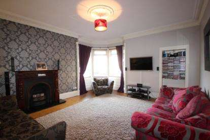 2 Bedrooms Flat for sale in Seedhill Road, Paisley, Renfrewshire