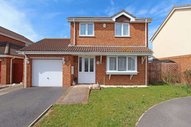 3 Bedrooms Detached House for sale in HIGHCLIFFE ON SEA