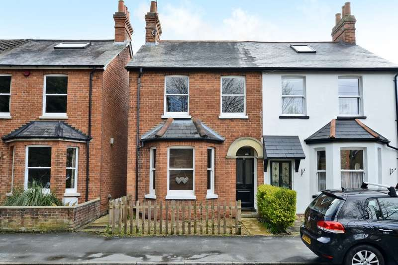 2 Bedrooms Semi Detached House for rent in Kings Ride, Camberley