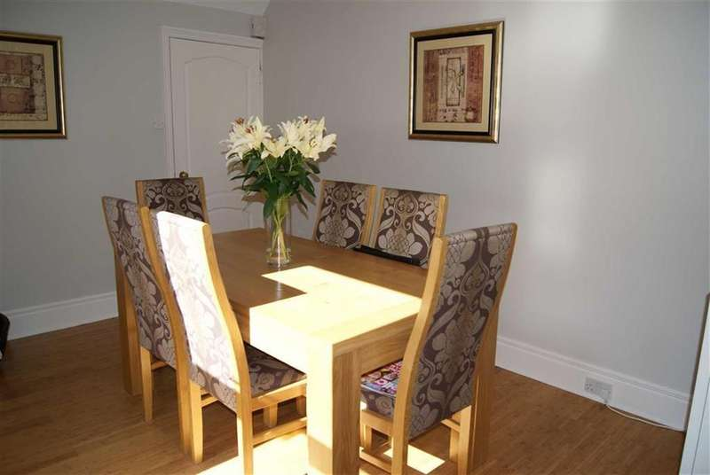 6 Bedrooms Terraced House for sale in St Michaels Ave, South Shields, Tyne And Wear