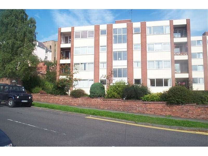 2 Bedrooms Ground Flat for sale in Cotswold Court, Sandy Lane, Boughton