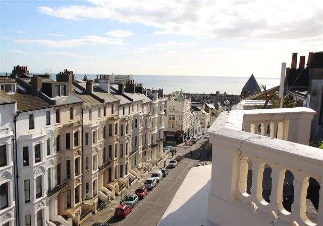 1 Bedroom Apartment Flat for sale in Cambridge Road, Hove, East Sussex, BN3 1DE