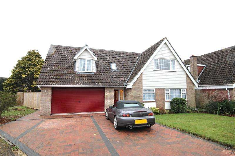 4 Bedrooms Detached House for sale in Cobham Way, Merley, Wimborne
