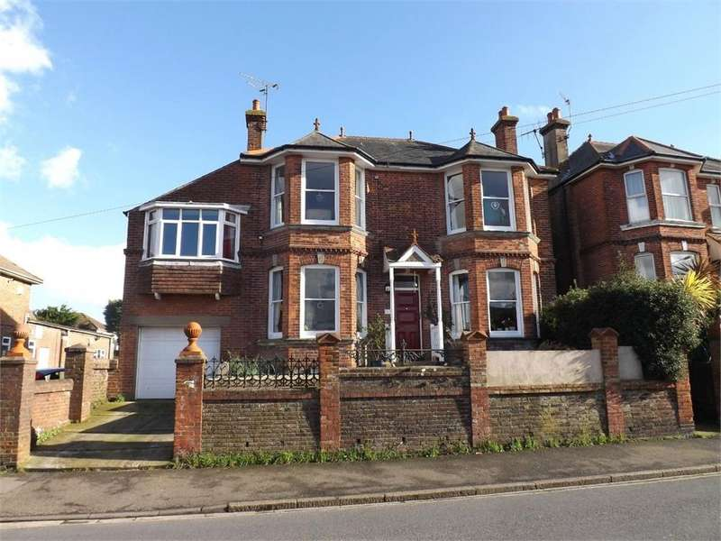 4 Bedrooms Detached House for sale in Holliers Hill, Bexhill-on-Sea, East Sussex
