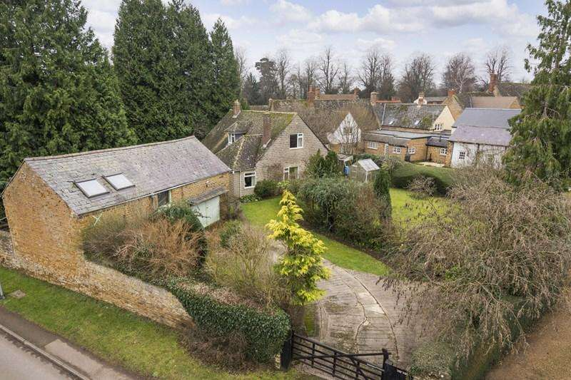 4 Bedrooms Detached Bungalow for sale in St. Thomas Street, Deddington, Banbury