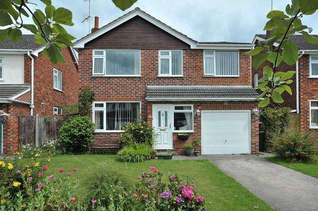 5 Bedrooms Detached House for sale in Farndon Close, Cuddington