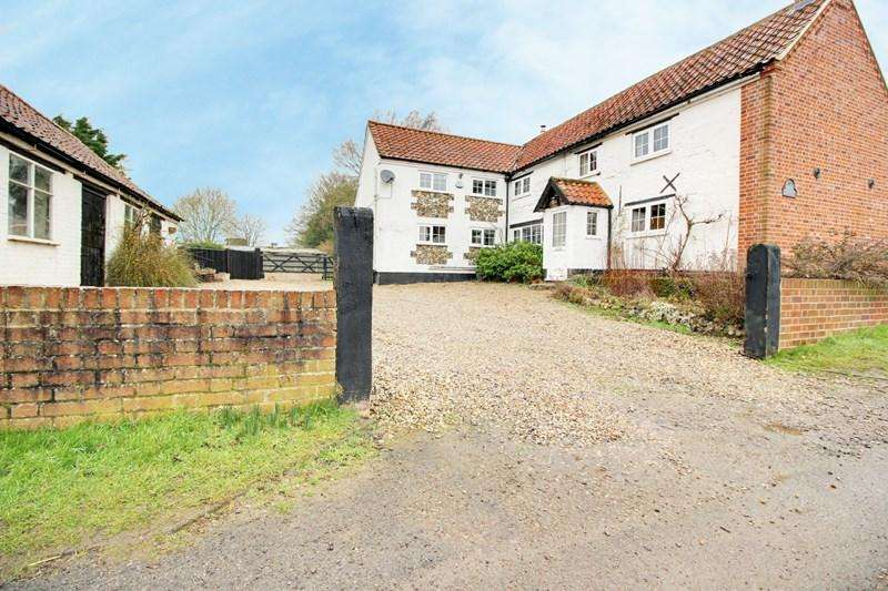 4 Bedrooms Detached House for sale in Norwich Road, Yaxham, Dereham