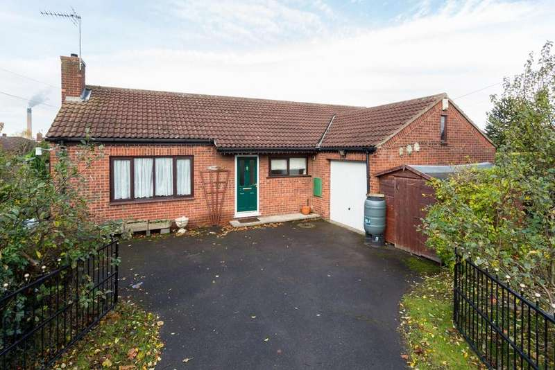 2 Bedrooms Bungalow for sale in The Garth, Hensall, Goole