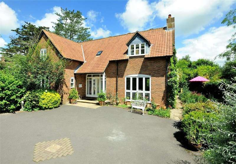 4 Bedrooms Detached House for sale in Priestlands, Sherborne, Dorset