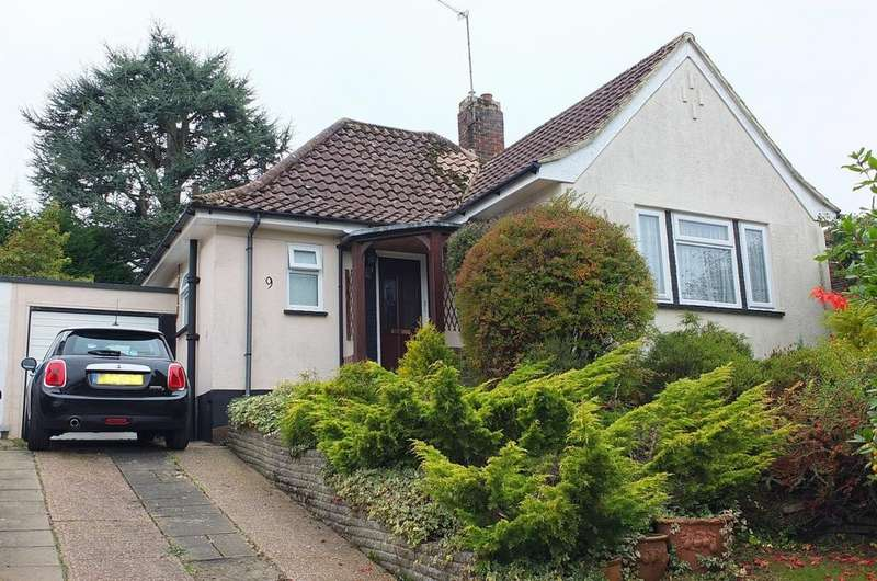 2 Bedrooms Bungalow for sale in Penland Close, Haywards Heath, RH16