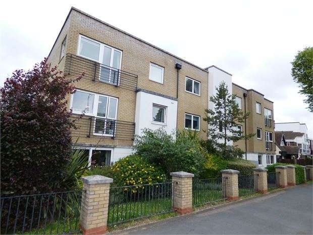 2 Bedrooms Apartment Flat for sale in Legra Grange, London Road, Leigh on sea, SS9 2SU