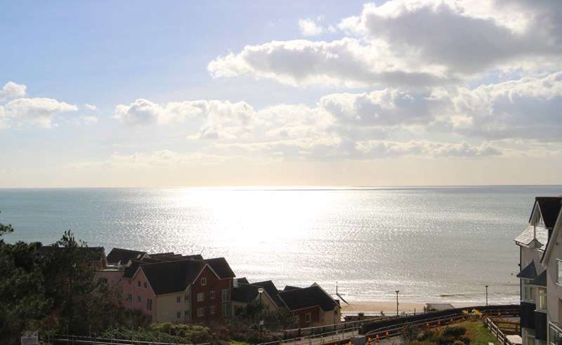 2 Bedrooms Apartment Flat for sale in Sea Road, Boscombe, Bournemouth