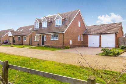 3 Bedrooms Detached House for sale in Royal Oak Close, Upwood, Ramsey, Huntingdon