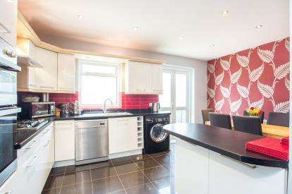 3 Bedrooms Semi Detached House for sale in Bilton Road, Perivale, Greenford, Middlesex
