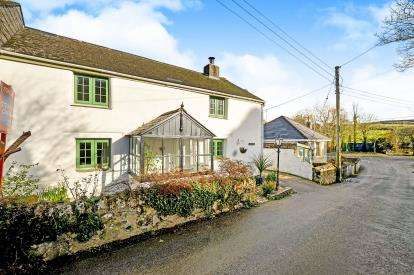 3 Bedrooms Semi Detached House for sale in Newquay, Cornwall