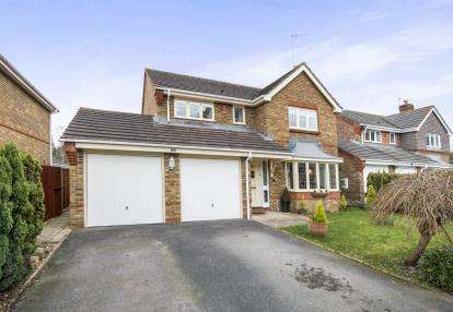 4 Bedrooms Detached House for sale in West Moors, Ferndown, Dorset
