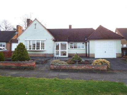 2 Bedrooms Bungalow for sale in Oakside Crescent, Evington, Leicester, Leicestershire