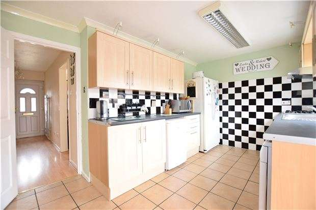 2 Bedrooms Semi Detached House for sale in Hodcombe Close, EASTBOURNE