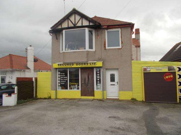 3 Bedrooms Detached House for sale in Rhyl Coast Road, Rhyl, LL18