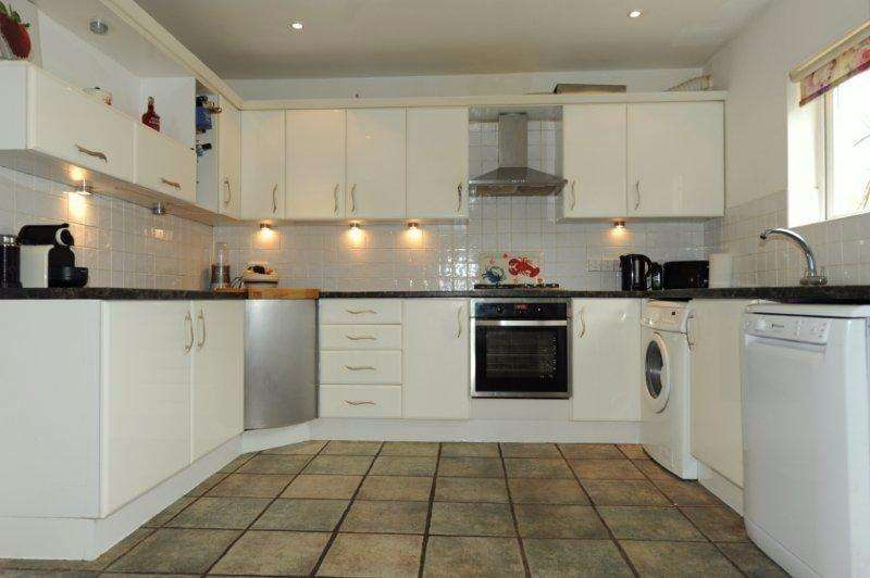 5 Bedrooms End Of Terrace House for sale in Scott Paine Drive, Hythe